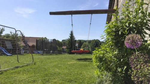 Ferienhof Morich - Garten mit Schaukel