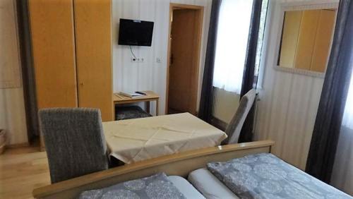 Zimmer 1 Bett 2